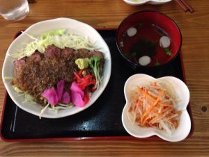 和牛ステーキ切り落とし丼 ほっとジャポネソースがけ (1)